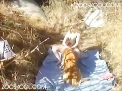 Estas amiga se divierten con el zipote del perro