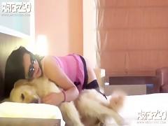 Rubia amante de mamar vergas de perro