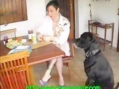 Recibiendo verga de perro por al ano