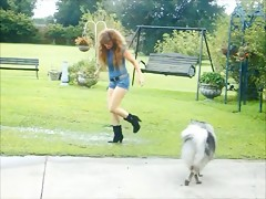 Empalmando al perro para tirarselo