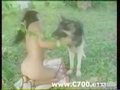 jovencita follada por un cerdo