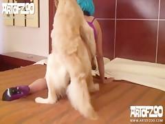 jovencita chupando a lo perro